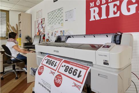 Rgf Möbel Rieger Druckt Am Point Of Sale Mit Der Epson Surecolor T